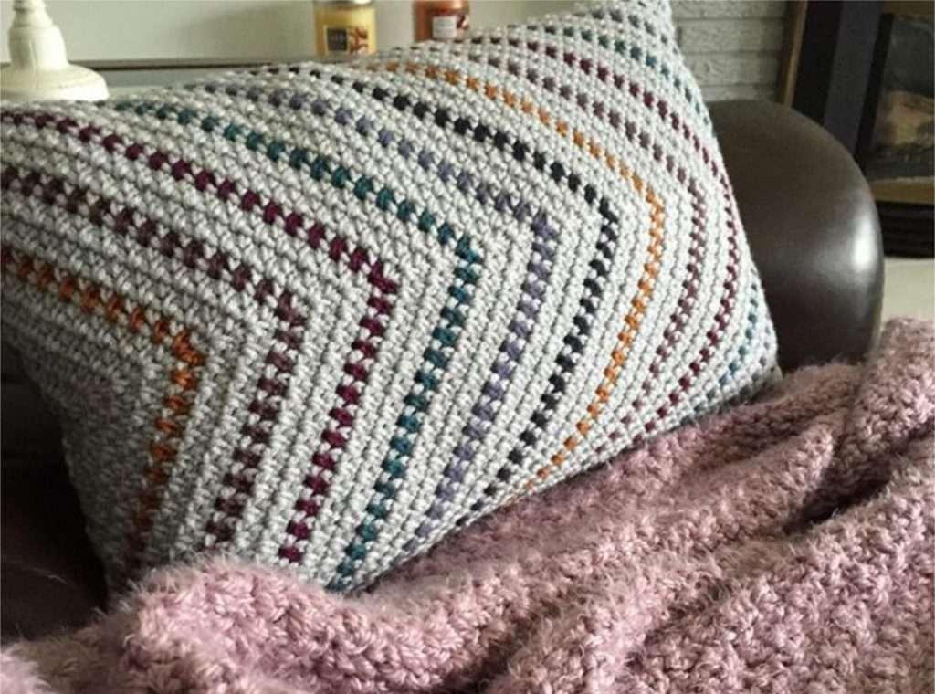 Moss Stitch Triangle Striped Crochet Pillow Free Pattern