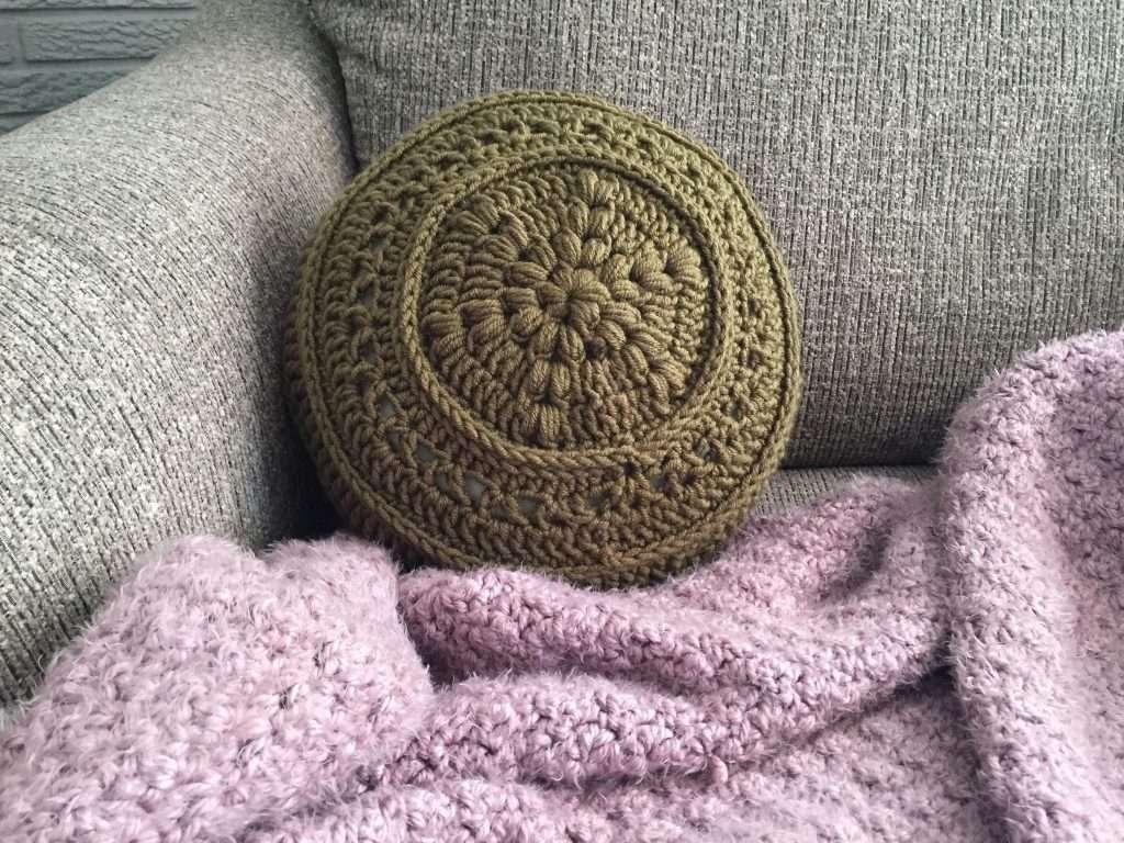 Flower Power 60s Crochet Pillow Pattern